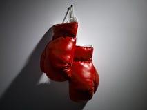 Guantes de boxeo rojos Fotografía de archivo