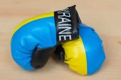 Guantes de boxeo ucranianos fotografía de archivo libre de regalías