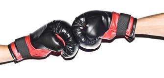 Guantes de los boxeadores aislados Foto de archivo