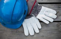 Guantes del casco azul y del trabajo Imagenes de archivo