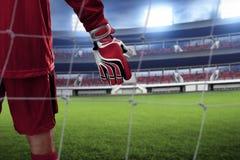 Guantes del portero del fútbol en los campos Fotos de archivo