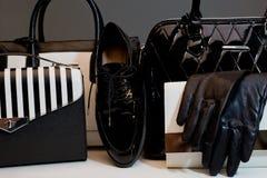Guantes femeninos de moda de los accesorios, bolsos, zapatos Gastos indirectos de Imágenes de archivo libres de regalías