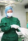 Guantes que desgastan de la enfermera Imagen de archivo