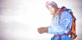 Guanti d'uso della mano dello sciatore Fotografia Stock Libera da Diritti