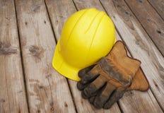 Guanti del lavoro e del cappello duro Immagine Stock Libera da Diritti