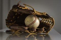 Guanto da baseball e palla Immagini Stock