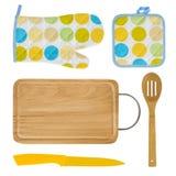 Guanto del forno della cucina, vaso-supporto, bordo, coltello, spatola isolata su bianco Fotografia Stock