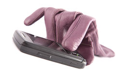 Guanto di cuoio femminile e telefono cellulare Fotografia Stock