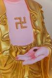Guanyin skulptur med hakkors i Keken Lok Si Temple är en buddistisk tempel i Penang arkivfoton