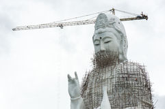 GuanYin-Statue im Bau im Tempel Stockbild