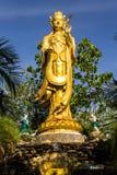 Guanyin-Statue in Wat Mokkanlan, Chomthong Chiangmai Thailand Stockbilder