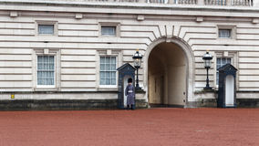 Guard at Buckingham Palace Royalty Free Stock Images