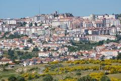 Guarda allmän sikt av den högre staden i Portugal Arkivfoton