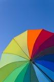 Guarda-chuva colorido em um fundo do céu Imagens de Stock