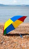 Guarda-chuva colorido em uma praia Fotos de Stock Royalty Free