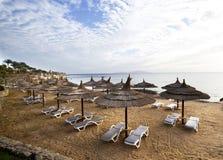 Guarda-chuva da palha na praia Foto de Stock
