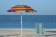 Guarda-chuva e cadeira Fotografia de Stock Royalty Free