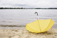 Guarda-chuva perdido Fotos de Stock Royalty Free