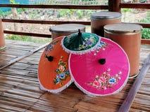 Guarda-chuva tailandês do estilo fotografia de stock royalty free