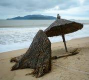 Guarda-chuvas caídos devendo atacar Fotografia de Stock Royalty Free