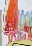 Guarda-chuvas, cadeiras e tabelas em uma cafetaria e em uma cerca do bambu atrás como um fundo imagens de stock royalty free