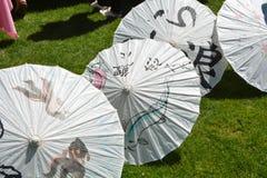 Guarda-chuvas de papel com projetos japoneses em Salem, Oregon Foto de Stock