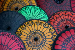 Guarda-chuvas de papel - Pathein, Myanmar imagem de stock royalty free