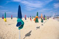 Guarda-chuvas de praia, Deauville, França Foto de Stock Royalty Free