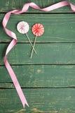 Guarda-chuvas decorativos com fitas imagem de stock royalty free