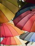 Guarda-chuvas do arco-íris Fotos de Stock