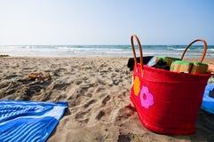Guarda-chuvas e saco da praia Imagem de Stock Royalty Free