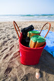 Guarda-chuvas e saco da praia Fotos de Stock