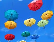 Guarda-chuvas no céu no bom tempo Fotografia de Stock Royalty Free