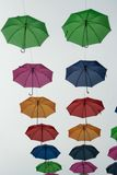 Guarda-chuvas que balançam no ar do verão Fotografia de Stock Royalty Free