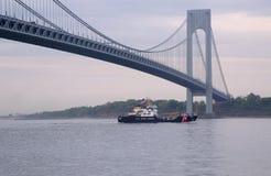 Guarda costeira Keeper Class Cutter Katherine Walker dos E.U. da guarda costeira do Estados Unidos durante a parada dos navios na foto de stock