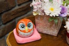 Guarda de cerámica de la flor del búho foto de archivo libre de regalías