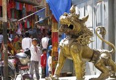 Guarda del león de Nepal Katmandu fotografía de archivo