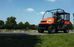 Guarda florestal de parque que conduz seu caminhão fotos de stock royalty free