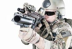 Guarda florestal do exército de Estados Unidos com lançador de granadas fotografia de stock royalty free