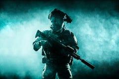 Guarda florestal do exército em uniformes do campo Imagens de Stock Royalty Free