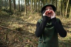 Guarda florestal que chama para o selvagem imagens de stock royalty free