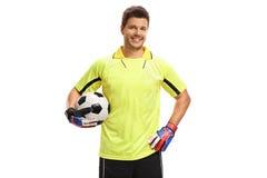Guarda-redes com um futebol Imagens de Stock