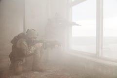 Guardabosques del ejército de Estados Unidos en la acción Foto de archivo