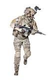 Guardabosques del Ejército de los EE. UU. con el arma Imagen de archivo libre de regalías
