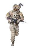 Guardabosques del Ejército de los EE. UU. con el arma Fotografía de archivo libre de regalías