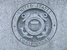 Guardacostas de los E.E.U.U. Carved Logo en el monumento a Carolina Veterans del sur de las fuerzas armadas de arma de Estados Un Fotos de archivo libres de regalías