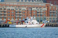 Guardacostas de los E.E.U.U. Cutter en Boston, Massachusetts, los E.E.U.U. foto de archivo
