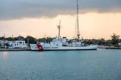 Guardacostas Ship en la base de marina de guerra Imagen de archivo