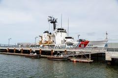 Guardacostas Ship y balsas Imagen de archivo