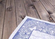 Guardanapo árabe na tabela de madeira Foto de Stock